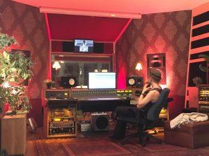 """Oskar, vår studiotekniker sa """"Det här är första gången jag gråtit i studion"""" när vi spelade in låten Ocean of Blue till kommande platta."""